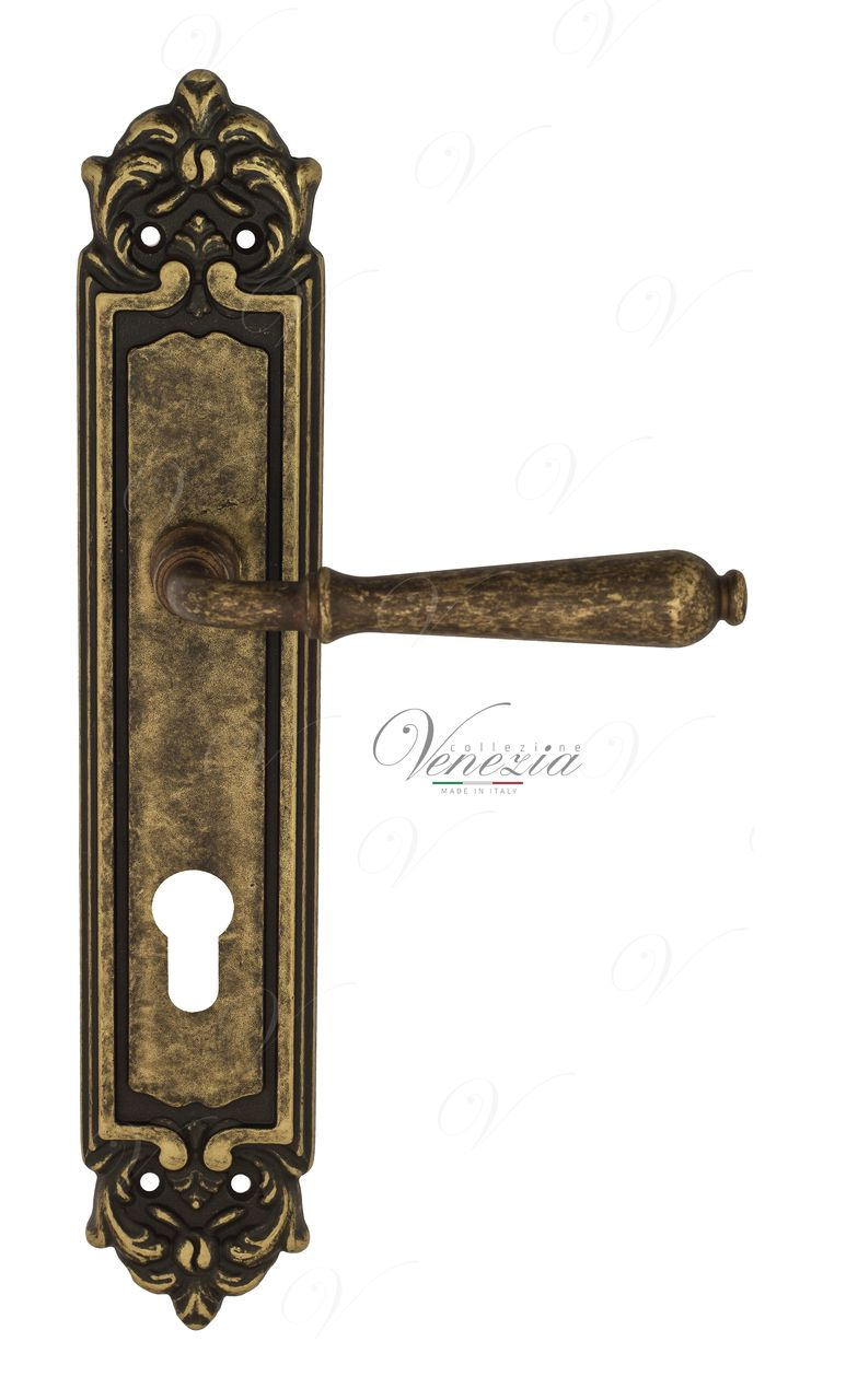 Door Handle Venezia  CLASSIC  CYL On Backplate PL96 Antique Bronze