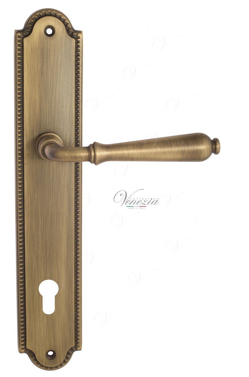 Door Handle Venezia  CLASSIC  CYL On Backplate PL98 Mat Bronze